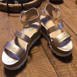 Steve Madden Kirsten sandal in GOLD size 9.5